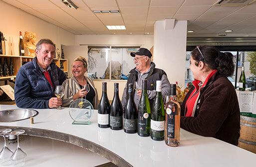 Les vins des vignerons Montagnac Domitienne sont en vente au caveau de Montagnac